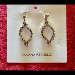 Banana Republic tear drop earrings